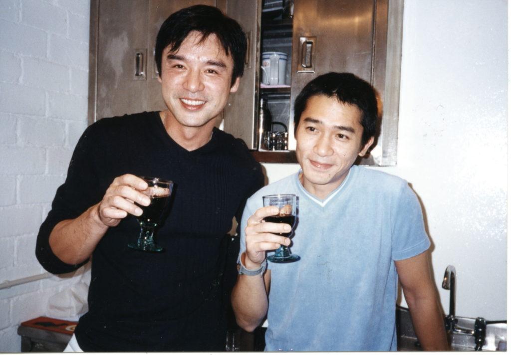 Bee哥哥與梁朝偉喜歡喝酒碰頭,低潮期間偉仔陪伴度過難過的日子。