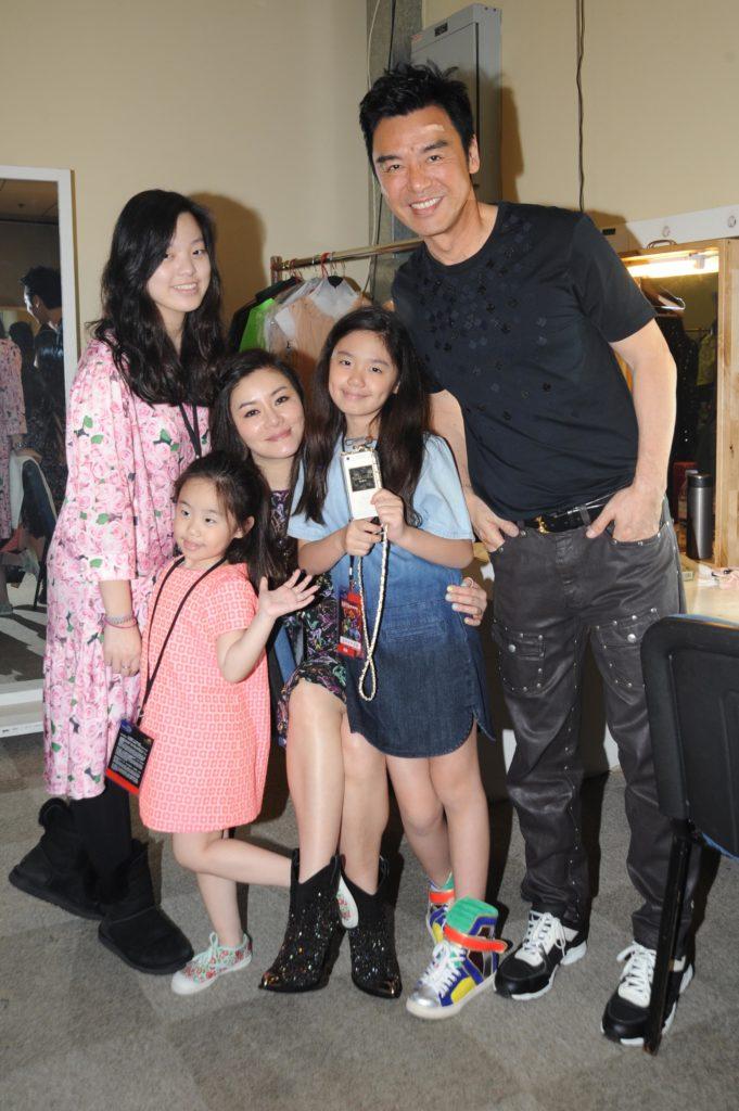 鍾鎮濤與范姜組成幸福的家庭,包括女兒鍾嘉晴、鍾懿和鍾幗,長子鍾嘉浚則不是長住香港。