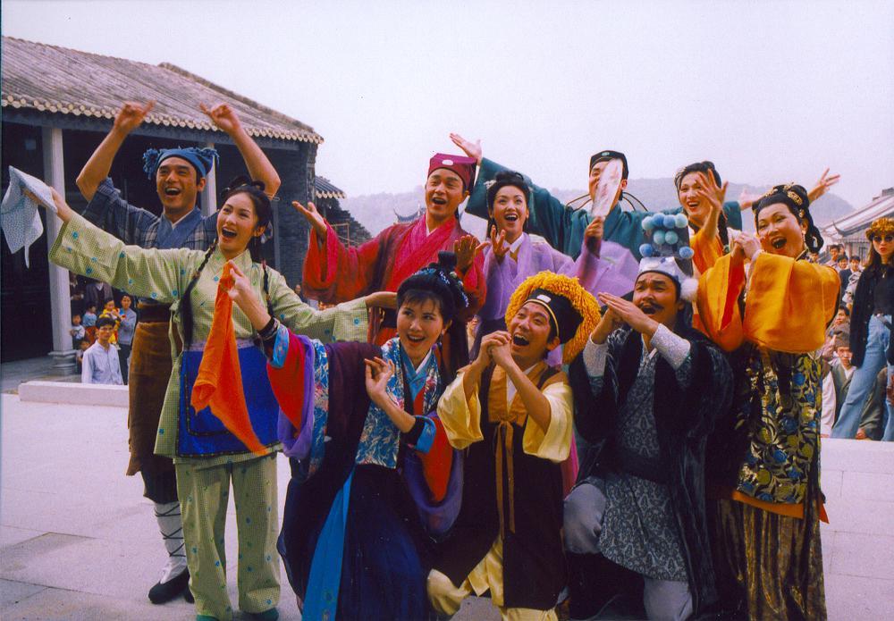 張國榮暗地裏為鍾鎮濤爭取演這部賀歲片,由《八星報喜》變成《九星報喜》。