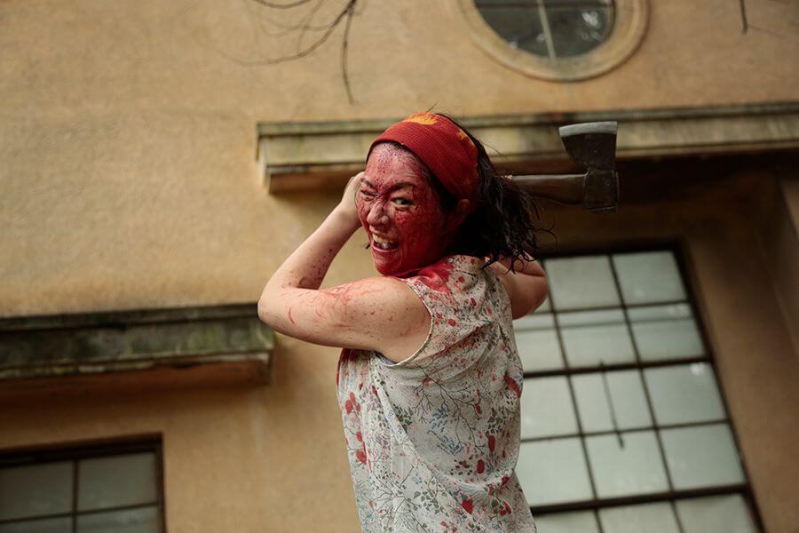 飾演大媽化妝師與日暮隆之太太的主濱睛美表現亮眼,渾身喜感令人笑爆嘴。