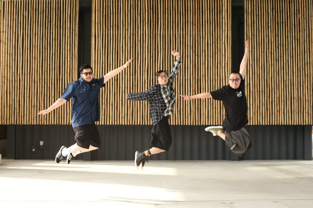 在鄒凱光推波助瀾下,終於逼到彭浩翔上舞台,三人跳躍拍照時,笑言感覺青春了。