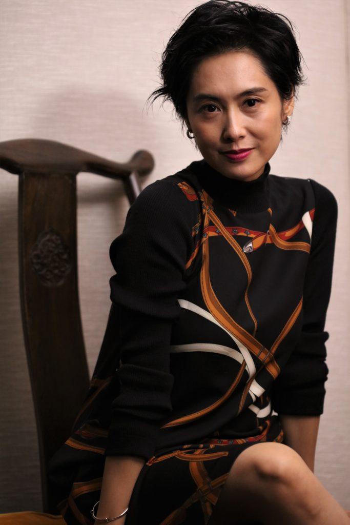 闊別香港大銀幕多年的朱茵,為了新戲角色化老妝,她坦言看見皺紋也擔心將來變老。