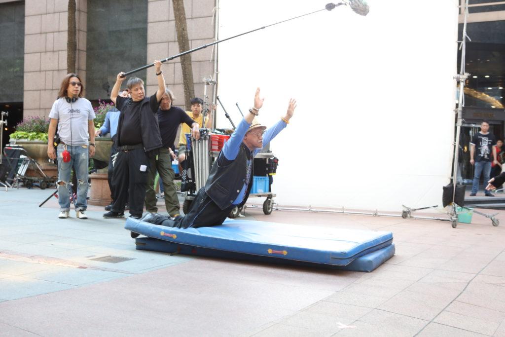 拍慣大場面的吳耀漢,只是拍了幾take,便順利完成拍攝,相當有效率。