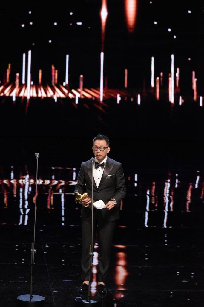 袁富華憑《翠絲》奪得台灣金馬獎最佳男配角,他在台上十分緊張,又因國語不太好,所以選擇以廣東話致謝。(圖片:金馬執委會)
