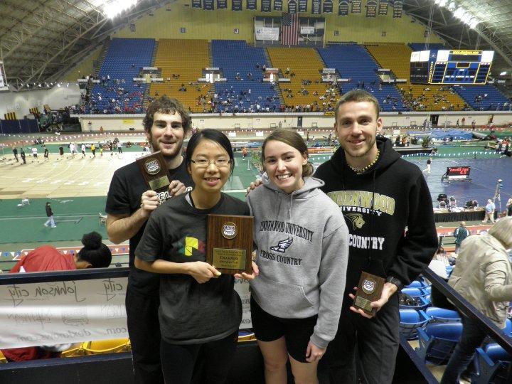 程小雅在全美大學生運動會贏到冠軍獎牌。