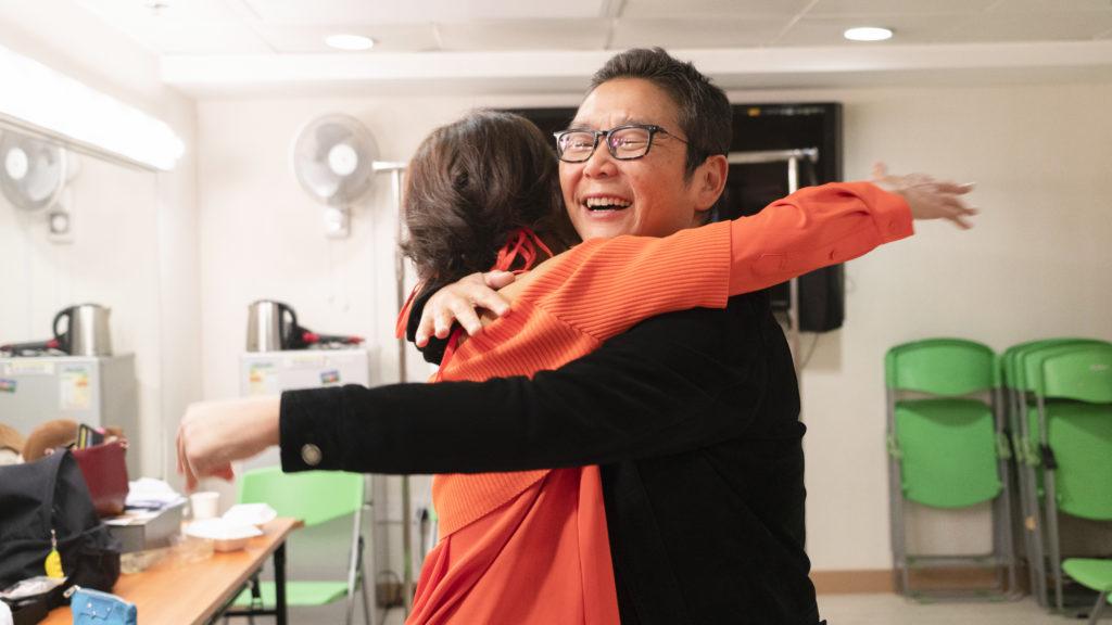 完騷後阿芝馬上跟俞琤擁抱慶祝,她表示完成工作後,便會與老公飛去阿根廷度蜜月。