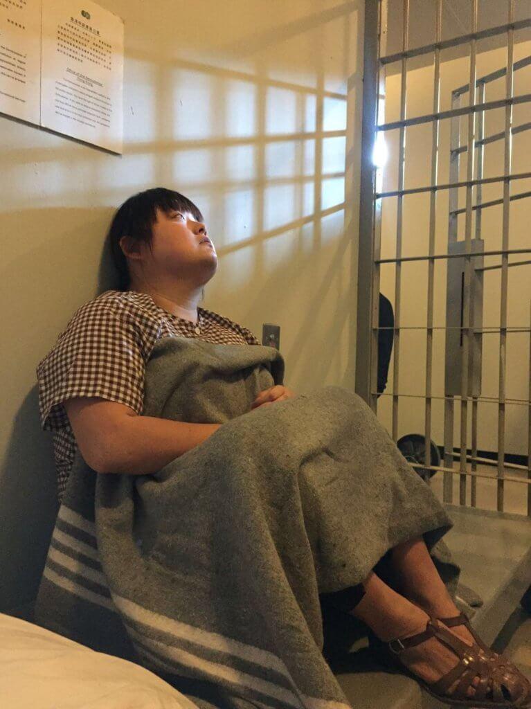 錄影廠set了一個監倉,開機之前細細粒會入去坐半小時,逼到自己去最恐慌就開始拍。
