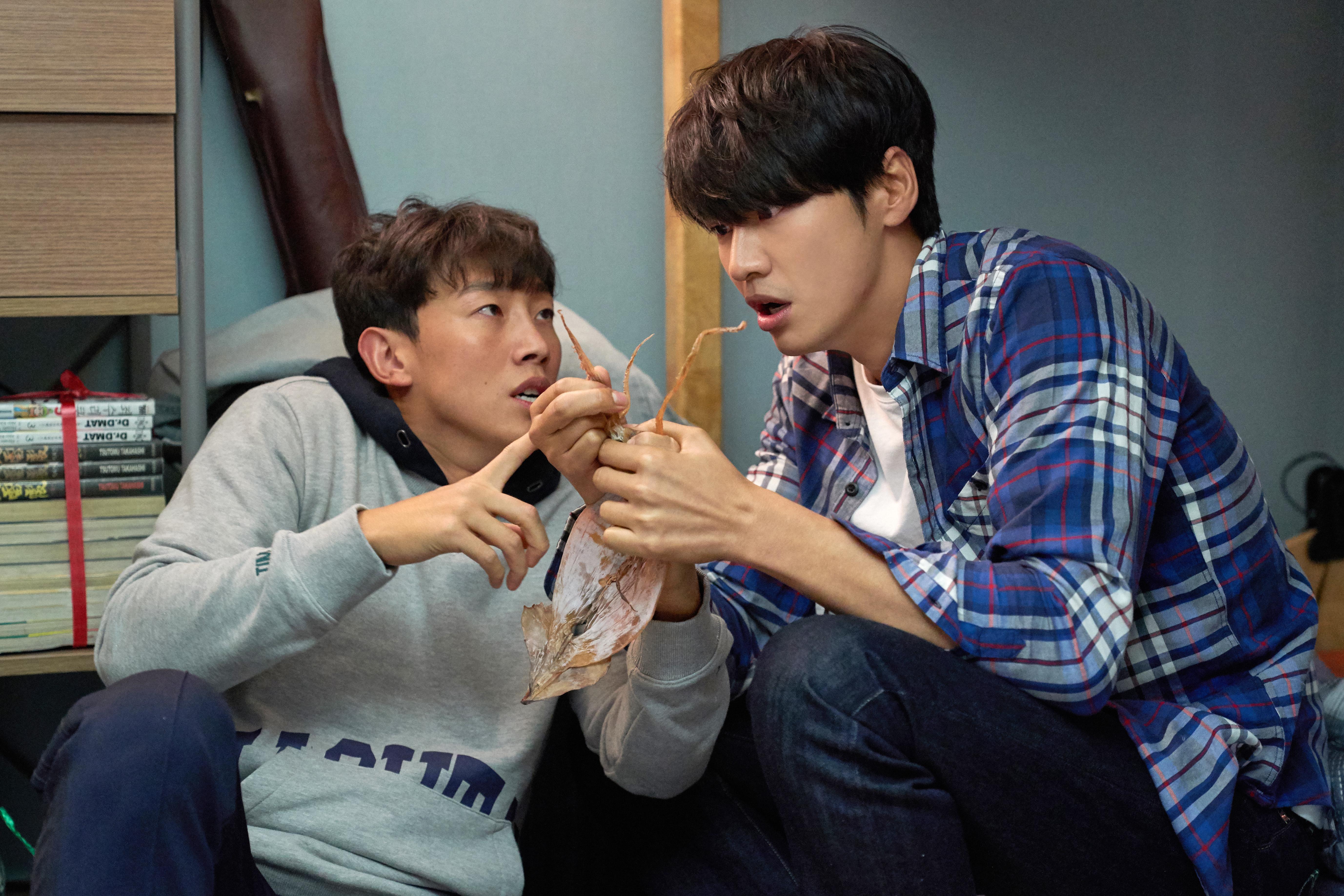 「老是常出現」的韓國綠葉演員姜其永,今次飾演金英光老友,卻無辜被對方怪罪呢!