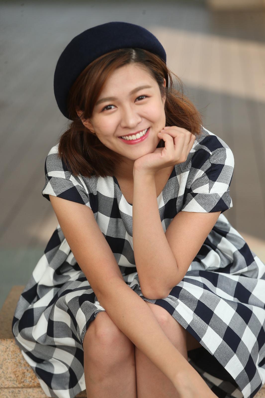 江嘉敏與圈外男友拍拖兩個多月,正值熱戀期,難怪每當提到對方時她即甜笑。