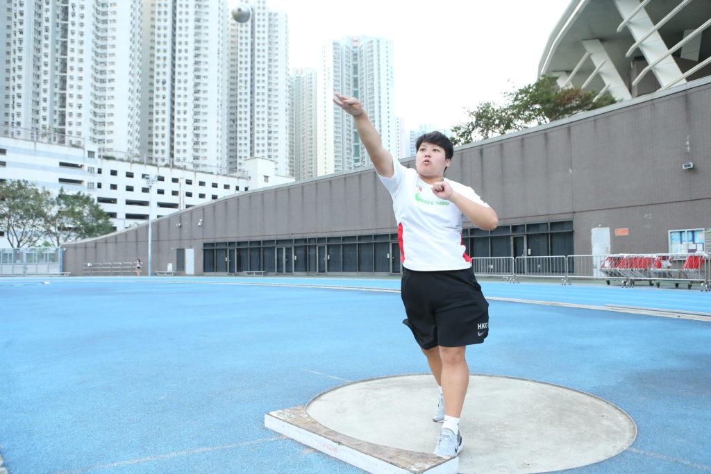 杜婉筠是香港推鉛球及擲鐵餅的紀錄保持者