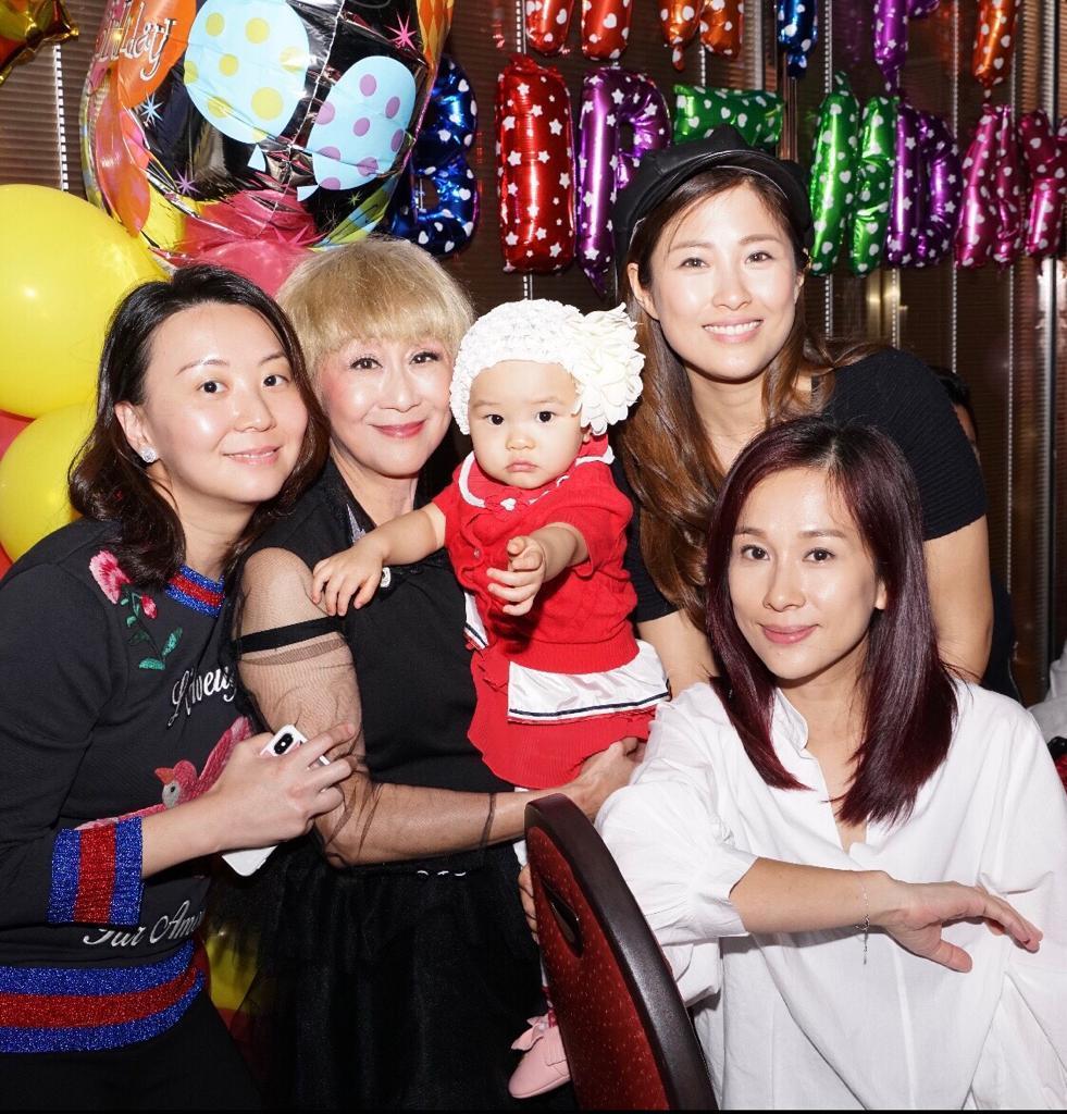周家蔚與文頌嫻送上的生日蛋糕,與Manna姐手抱的「棉花糖」,同樣令人甜到入心。