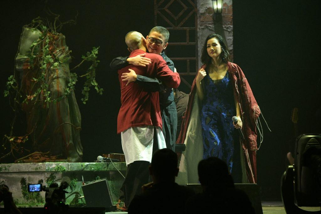 音樂會上,俞琤親自彈ukulele,為Juno同Kay合唱的《櫻吹雪》做伴奏,俞琤更以讀白表示要借這首歌向金庸致敬。