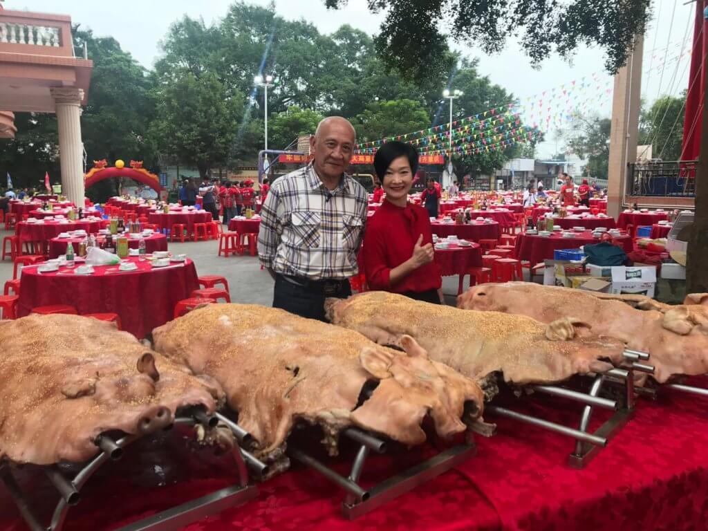 均安蒸豬所用的豬每隻大約五十公斤重,通常都是鄉鎮有喜慶節日時,才會製作這道耗時耗人力的菜式。