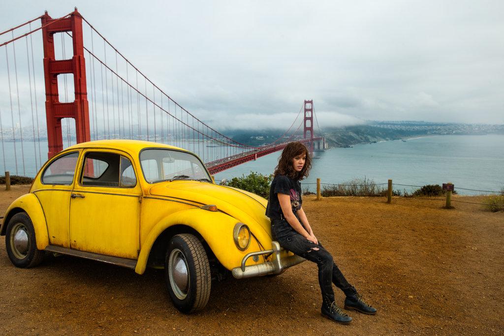 希莉辛菲飾演的女主角卓莉在廢車收集站發現一架黃色甲蟲車