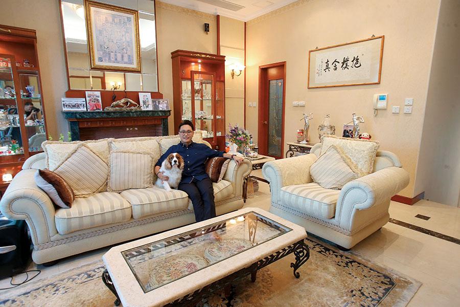莊名章與愛犬Bego一星期才見一、兩天,其他時間也要留在國內工作。