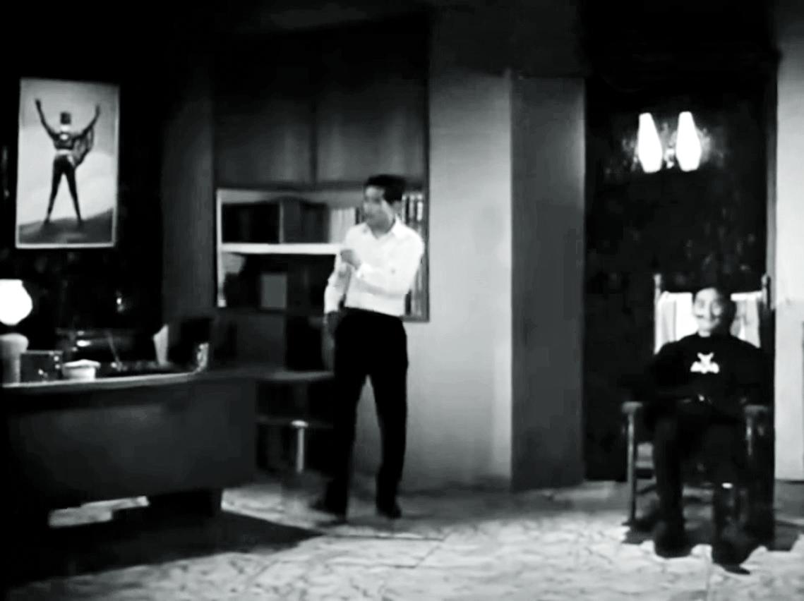 呂奇分飾作家施威和情敵飛天龍,一正一邪爭奪蝙蝠女的「版權」。
