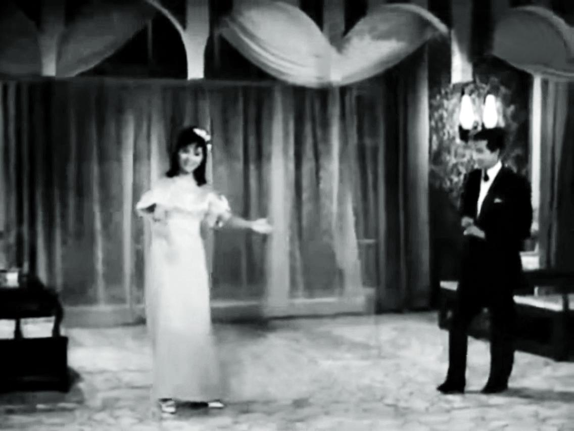 呂奇與芳芳對唱改編自《夢斷城西》主題曲《Tonight》的中詞西曲,兩人都忽然變裝。
