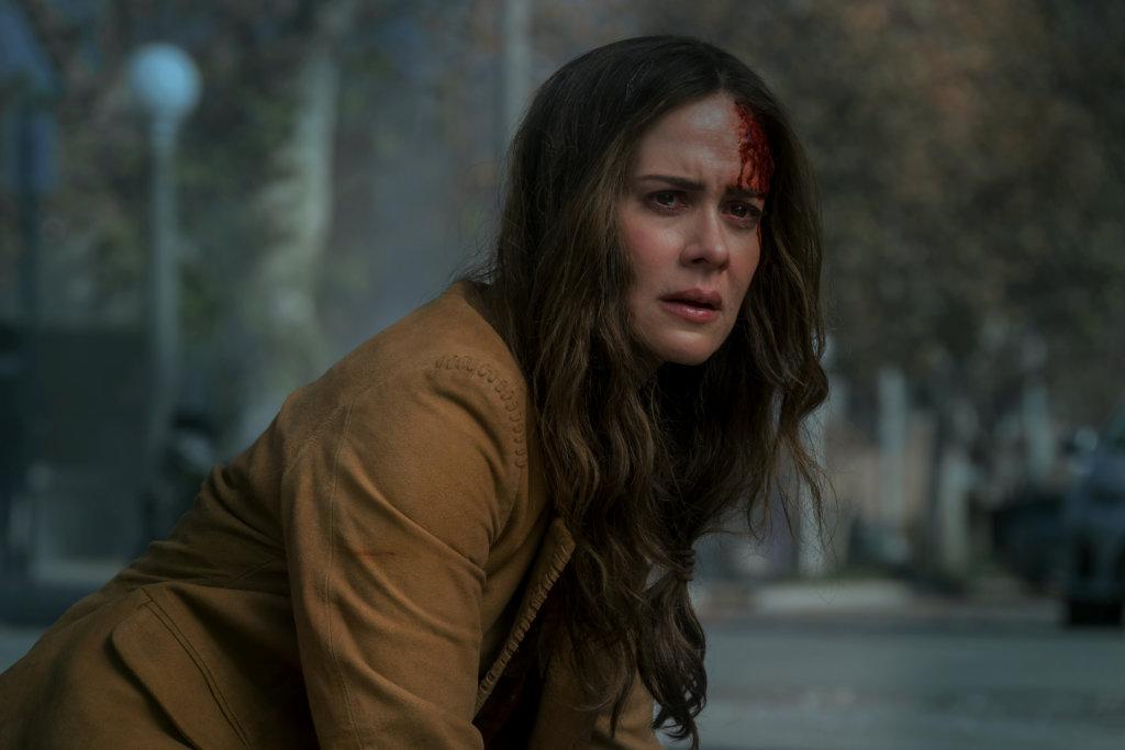 貌似珊迪娜的女星Sarah Paulson飾演姍迪娜的妹妹。