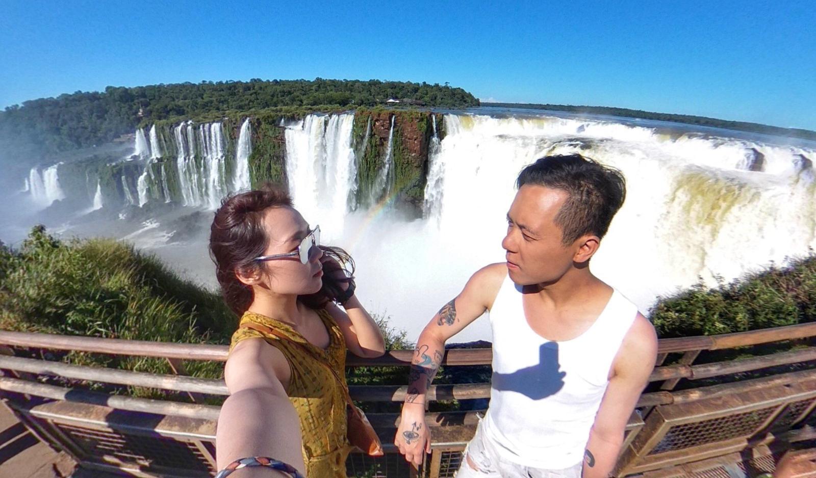因為王家衛的《春光乍洩》,阿芝和丈夫搭幾小時飛機去到伊瓜蘇瀑布。