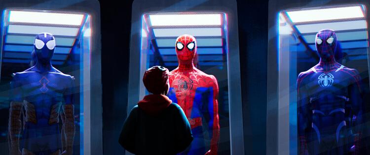 新蜘蛛俠麥爾斯去到蜘蛛俠的秘密基地,大開眼界。