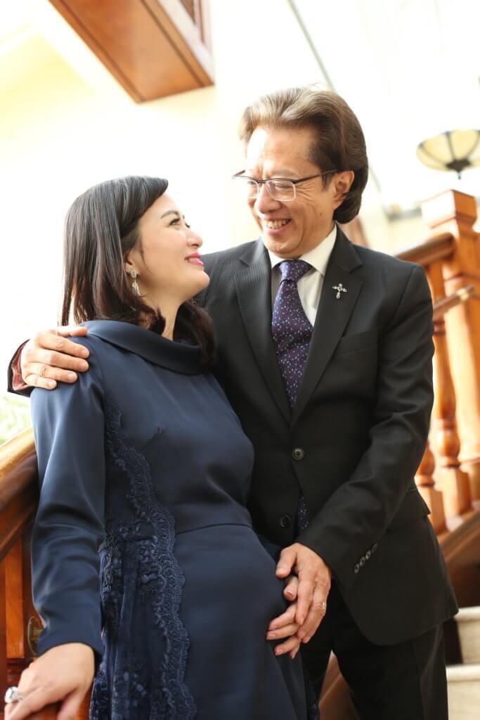 少霞和Richard結婚兩年多有了愛情結晶,他們很感謝主的眷顧。