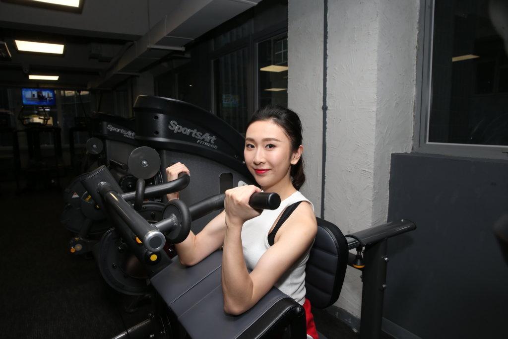 港區亞軍張右雨表示之前是舞蹈員,身體着重肌肉及力量,選美佳麗則偏重纖瘦,自己除了運動,也刻意減少食量。