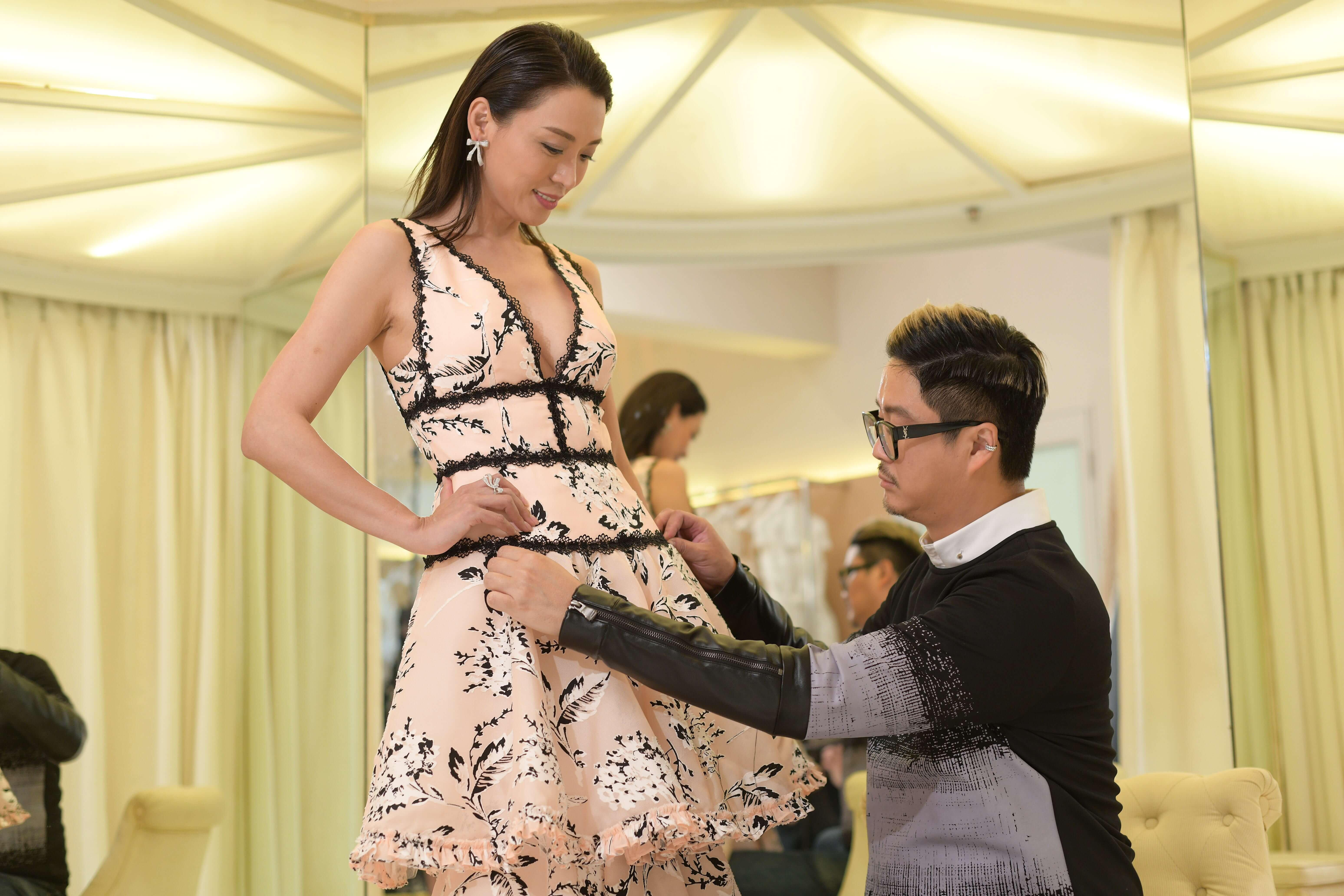 好友Dorian Ho為煒哥度身訂制的性感戰衣,讓她出席頒獎禮。