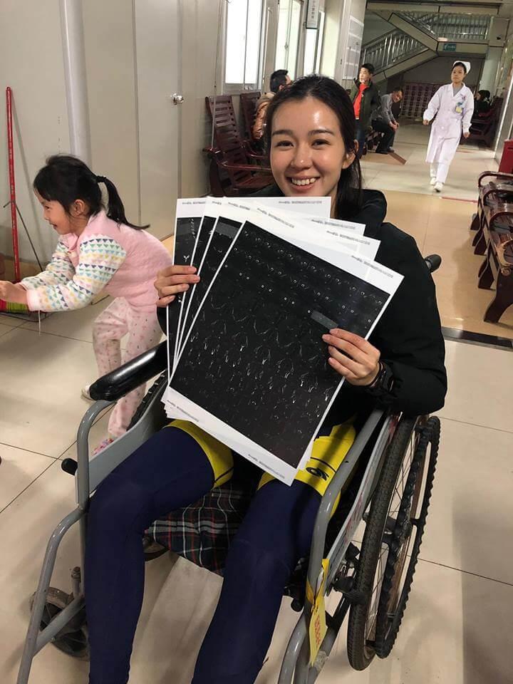 受傷後的麥明詩被安排坐輪椅,由於檢查報告沒事,令她鬆了一口氣。