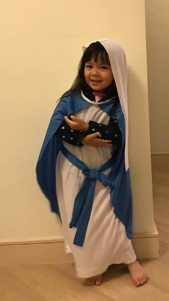 包包出生只有四十五天便參演《愛‧回家》中馬家好一角,現年三歲的她仍有表演慾,在剛過去的學校聖誕節表演中,扮演聖母瑪利亞,她更不時要穿戲服出街,非常搞笑。