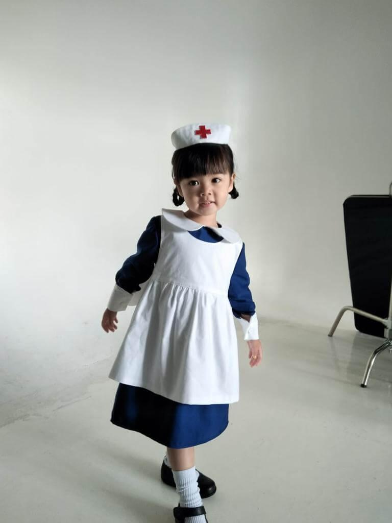 徐榮雖與獎項擦身而過,不過去年就一口氣拍了十多個廣告,女兒包包亦唔執輸,化身小護士拍廣告。