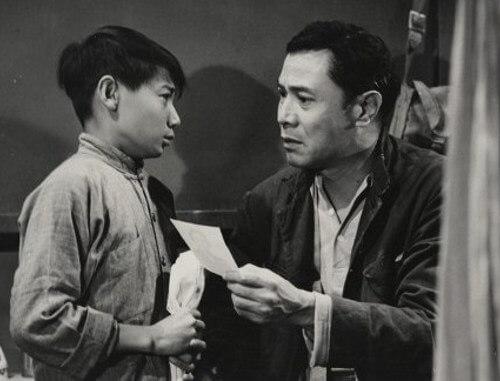 石修八歲開始做童星,與吳楚帆在粵語片中演對手戲。