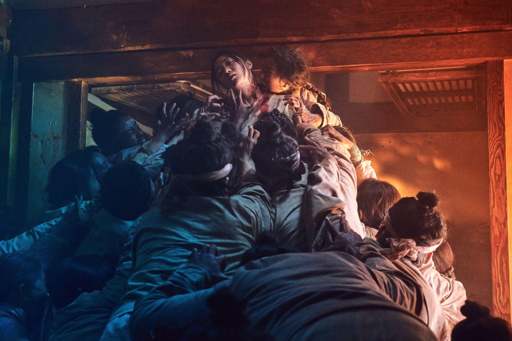 跟《屍殺列車》一樣,《李屍朝鮮》的喪屍群眾演員表現出色,製造了一幕幕驚嚇又經典的畫面。