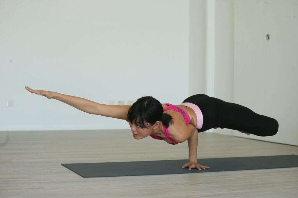 魏秋琪身體柔軟,看她做瑜伽的高難度動作非常悅目。