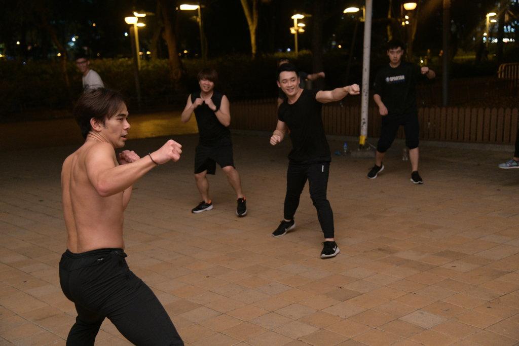 龐景峰最初因為友人參加比賽而協助操練,經口耳相傳,現在每堂均有十多廿名學生上課。