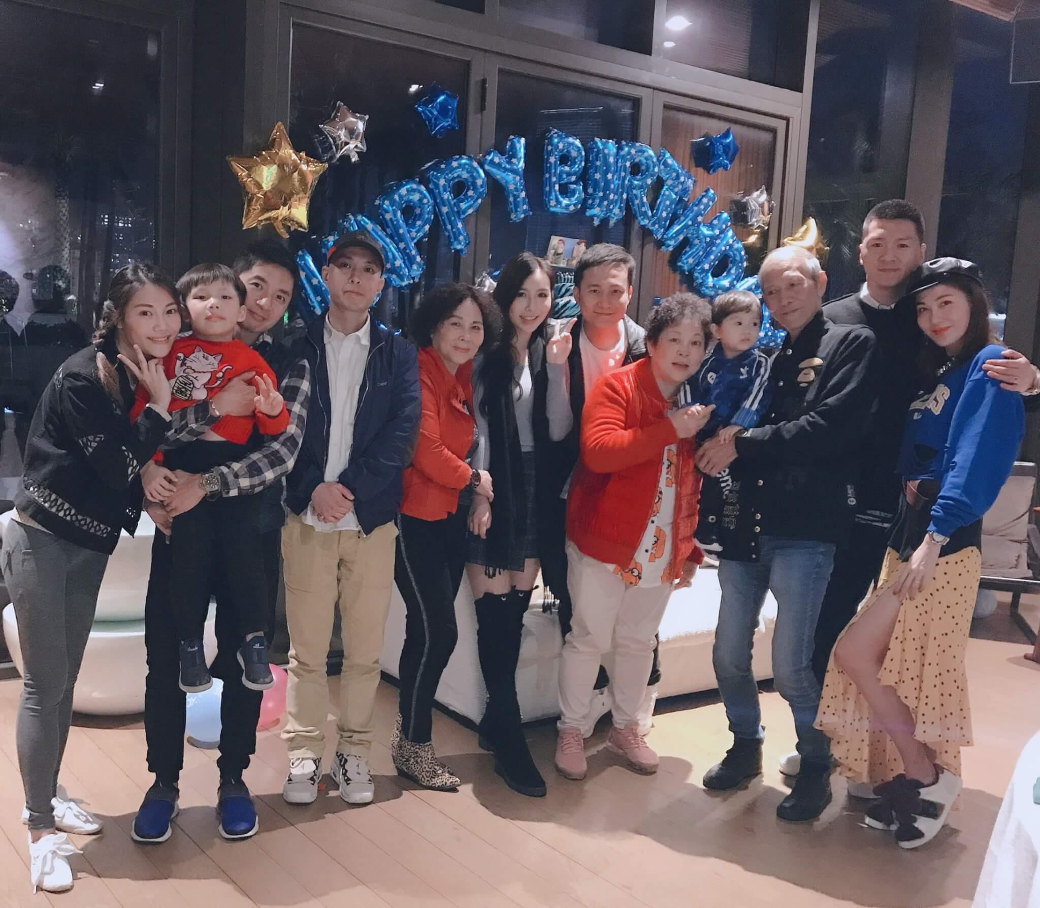 今年Rain與Eric在澳門過婚後首個情人節,她說:「全家人都有去,姨甥仔十五號生日,順便慶祝。」