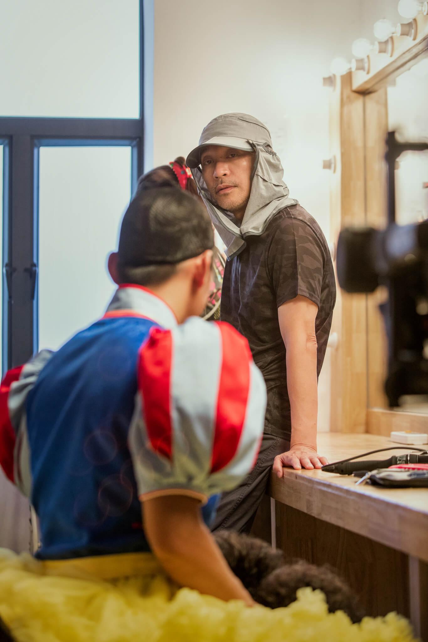 男主角王寶強表示是因為看了星爺當年的《喜劇之王》,被他飾演的角色尹天仇那種努力奮鬥的精神所激勵;而女主角鄂靖文在十七號來到香港進行謝票。