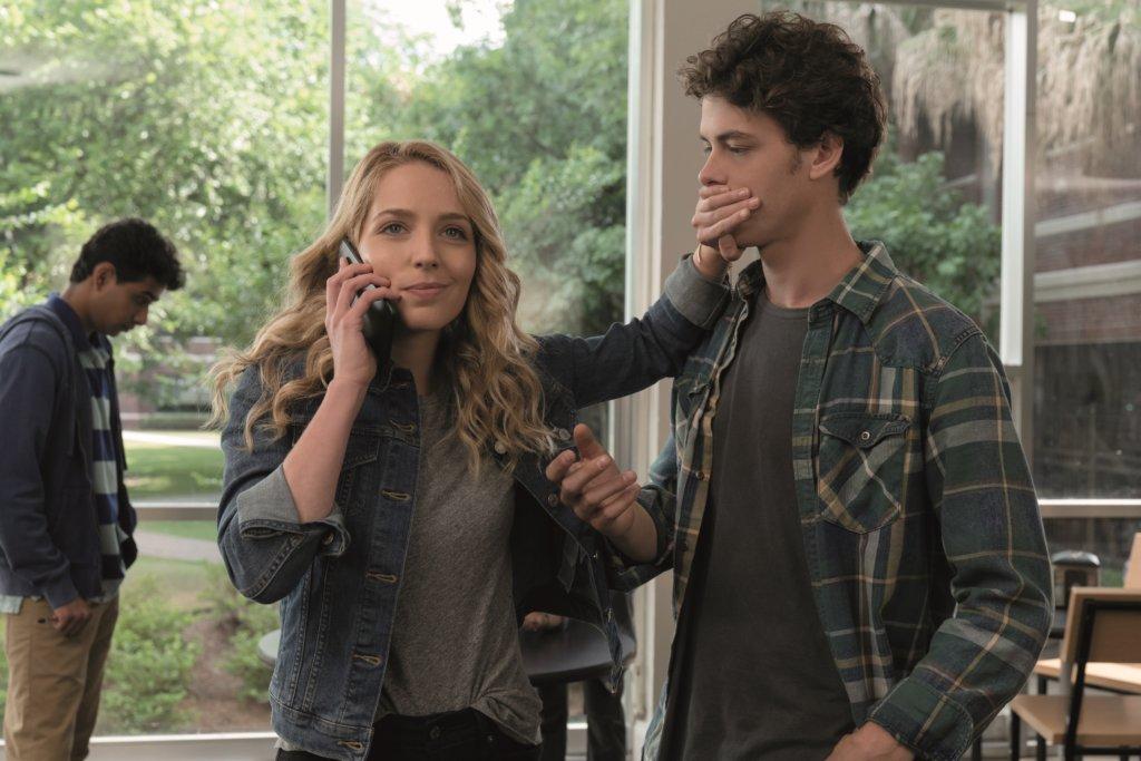 導演今集亦為男女主角設下奇局,大玩三角戀。