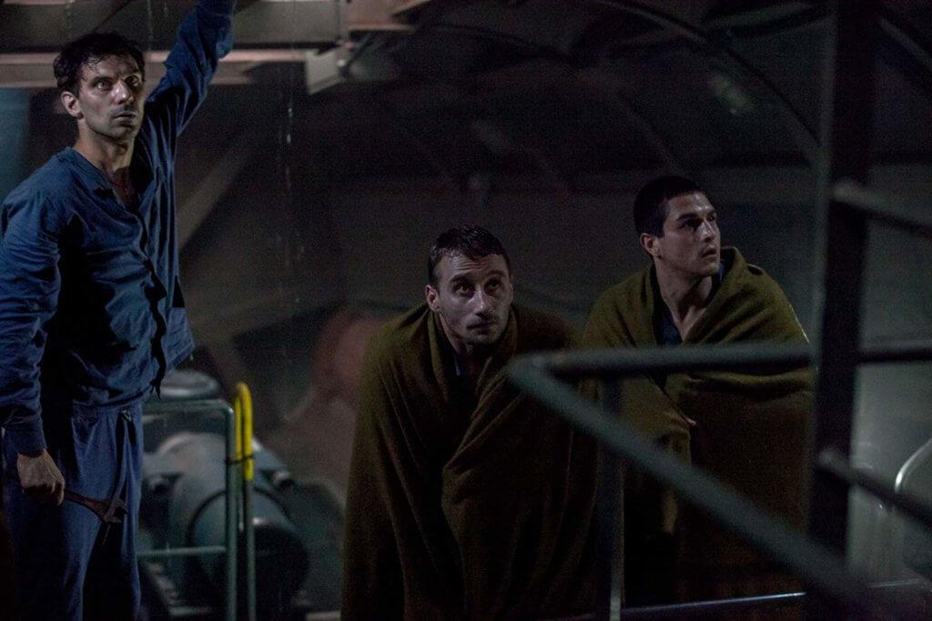馬提亞斯(中)飾演艇內船員,面對死亡恐懼的掙扎以及對妻兒的掛念,演出動人。
