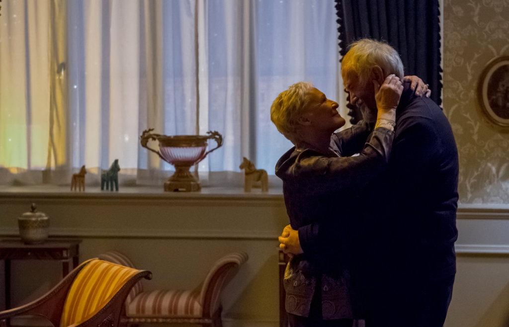 尊尼芬派斯與格蘭高斯演活一對結髮四十餘年的恩愛夫妻
