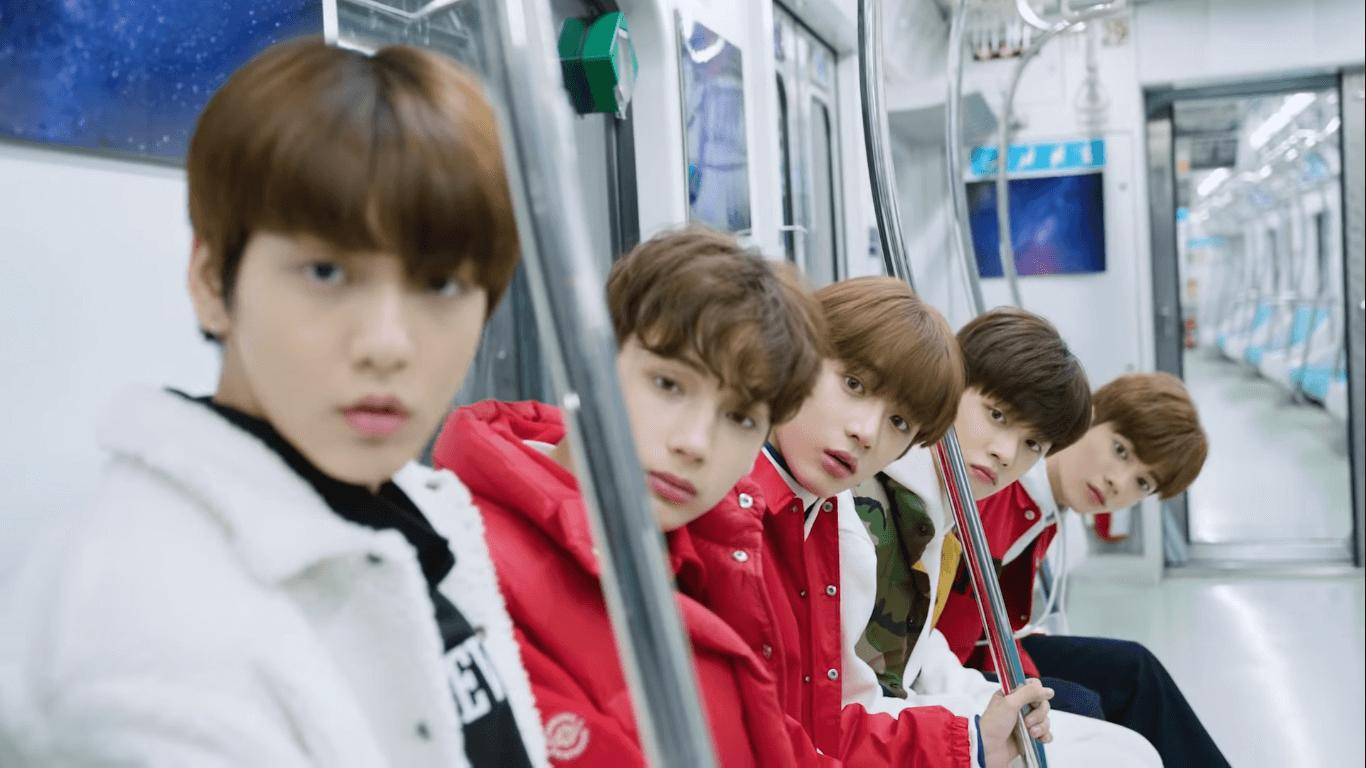 TXT由崔延俊、崔秀彬、崔范奎、姜泰鉉及韓德混血兒禤寧凱組成,平均年齡十七歲。