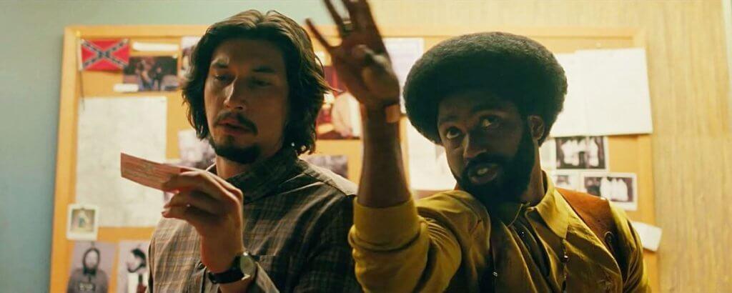 丹素華盛頓的兒子John(右)與阿當載華扮演一對臥底警探,阻止3K黨煽動仇恨犯罪。
