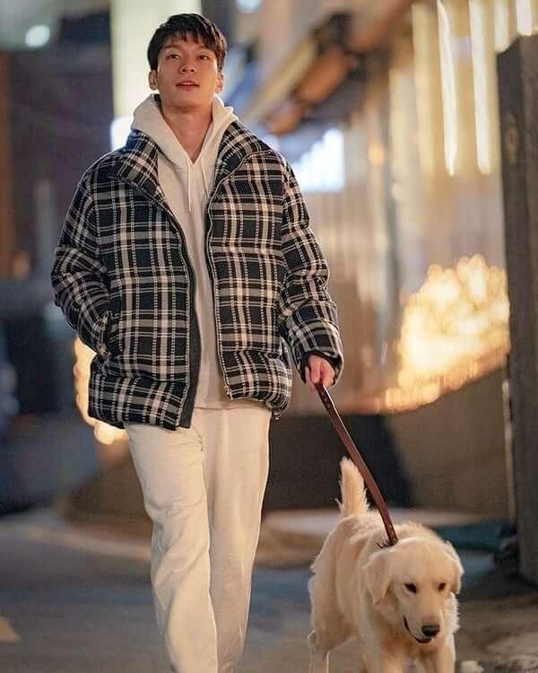 魏河俊飾演的男二是業界有名的書籍設計師,喜歡丹伊。