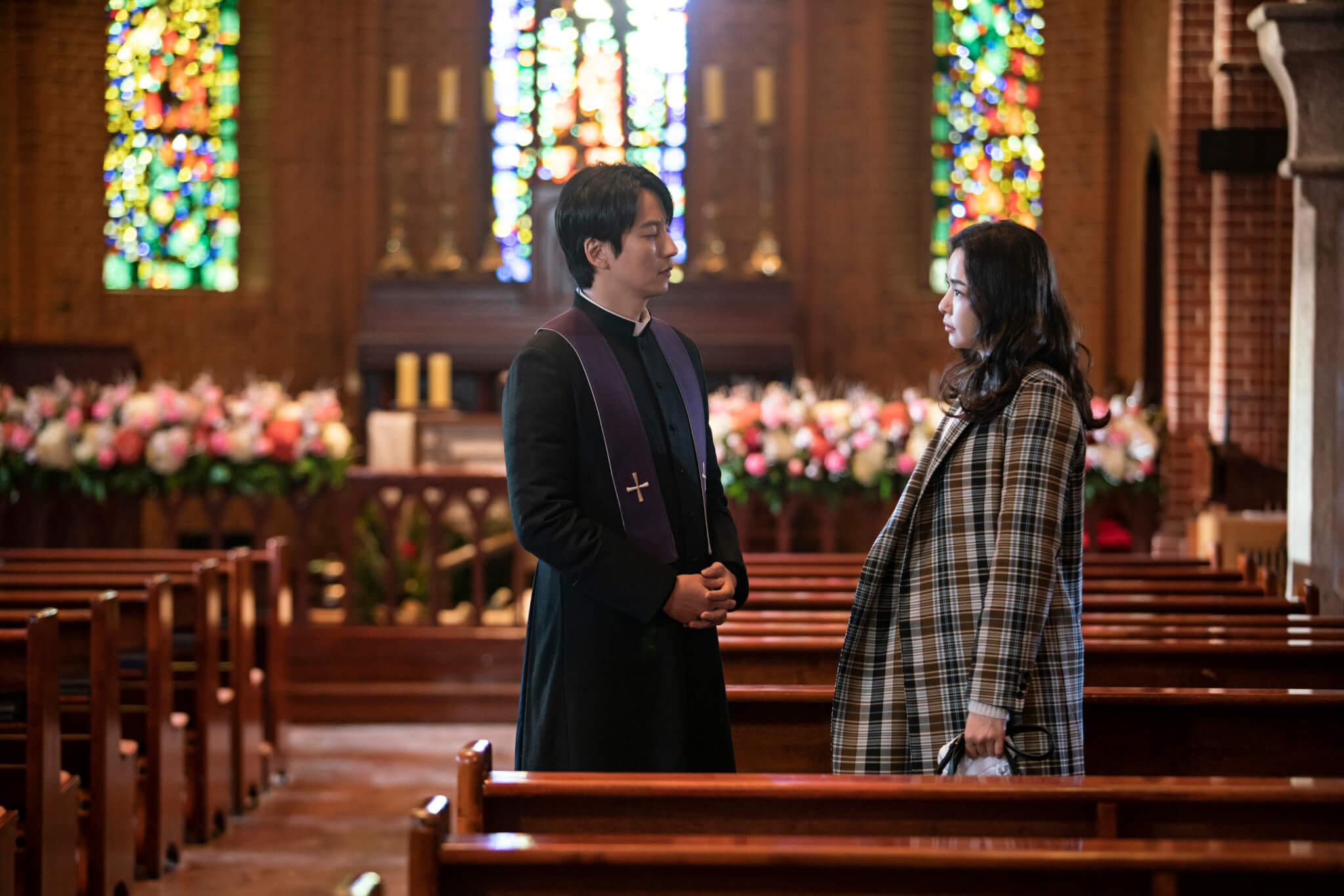 《熱血祭司》由金南佶、金成均和李荷妮主演,當中有不少動作戲。