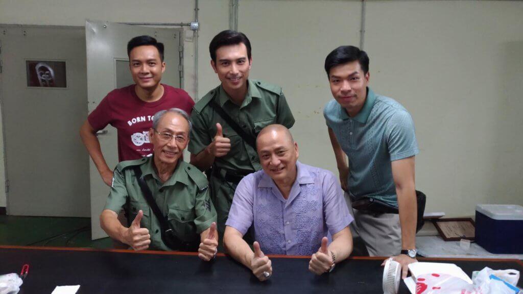 吳雲甫在《荷里活有個大老千》中與湯鎮業(前右)及黃樹棠(前左)有不少對手戲,他感激二人對他的演技作出提點。