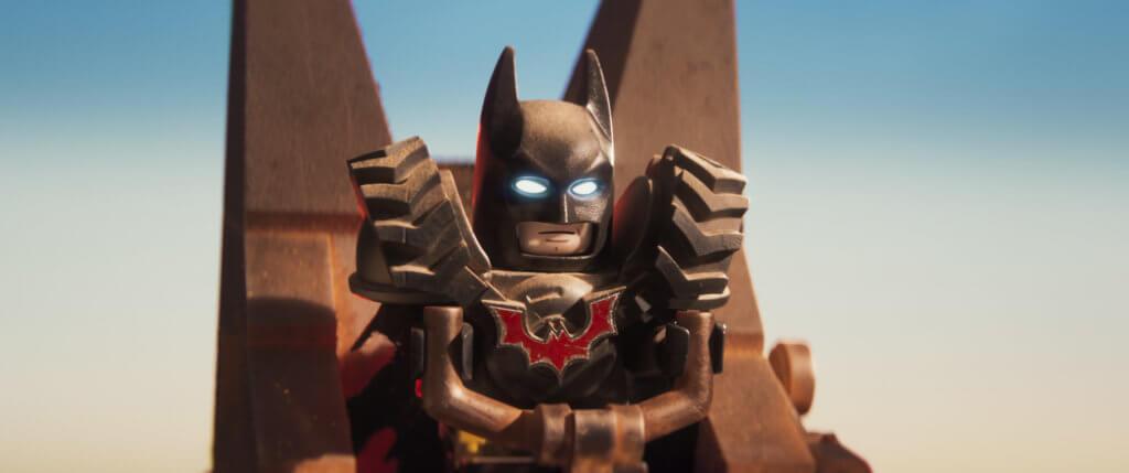 蝙蝠俠被樂高得寶瓦立變女皇玩弄的一場戲,尤為爆笑。