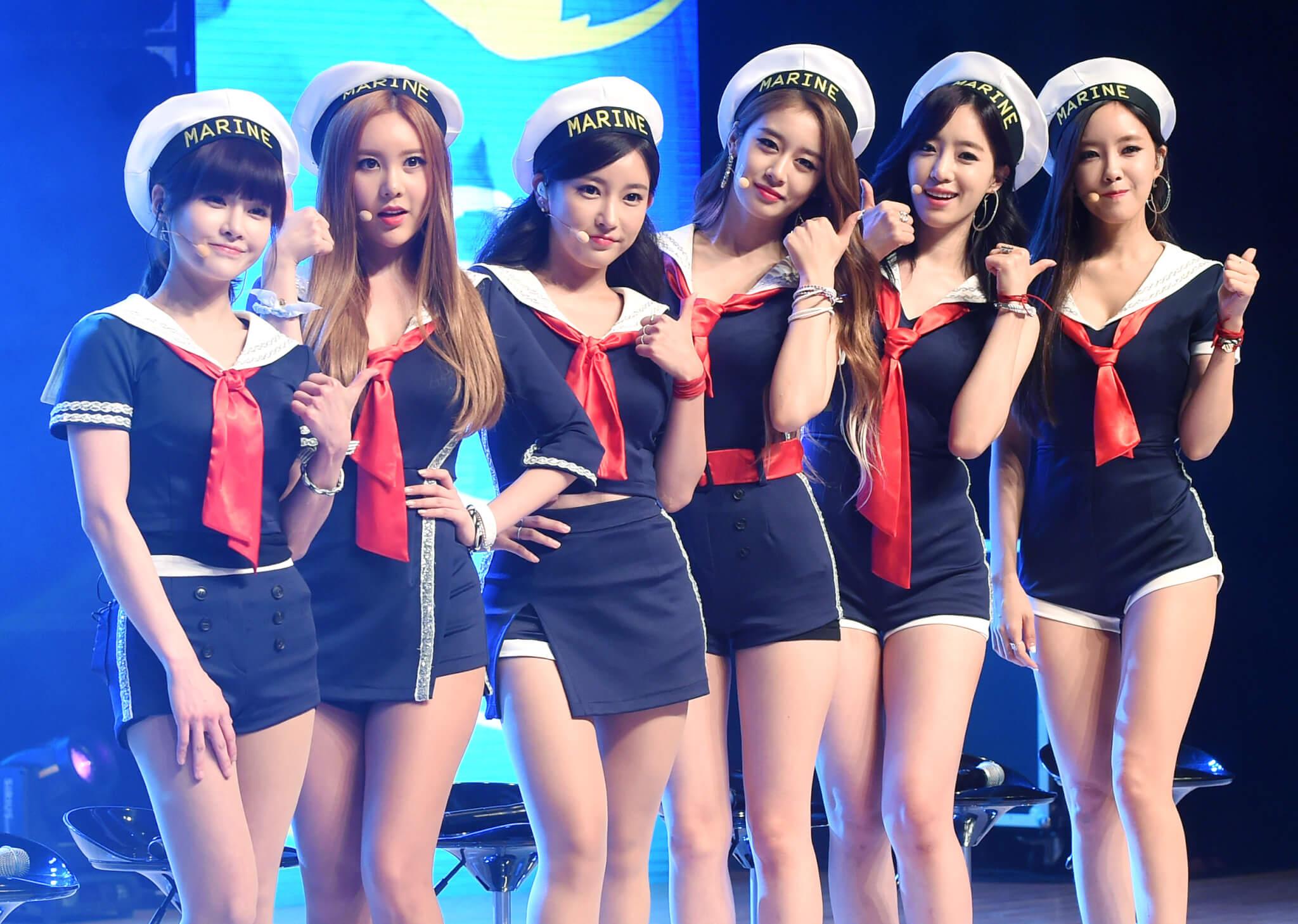 昭妍(左三)過去是T-ara的主音