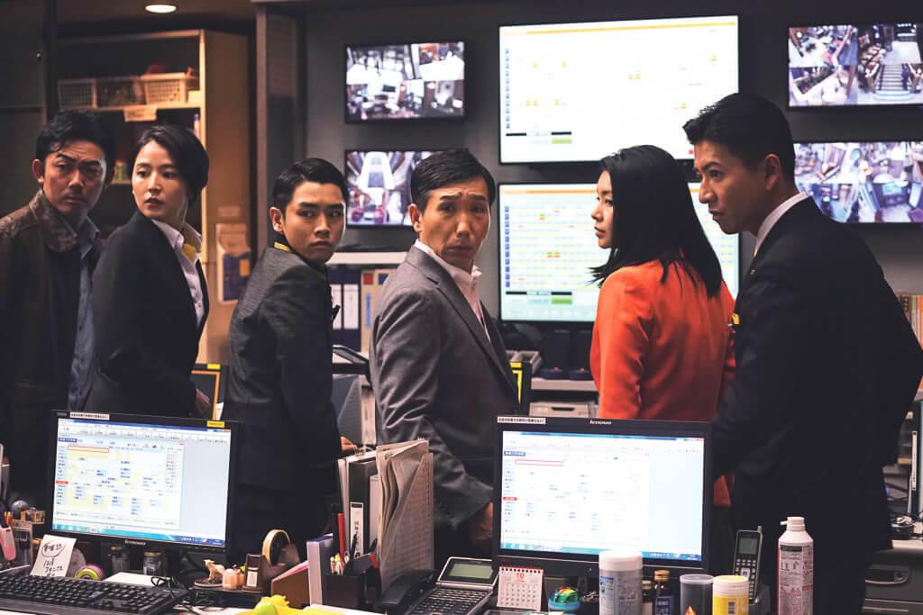 警方為了阻止另一宗連環殺人案發生,到東京一間酒店進行調查。