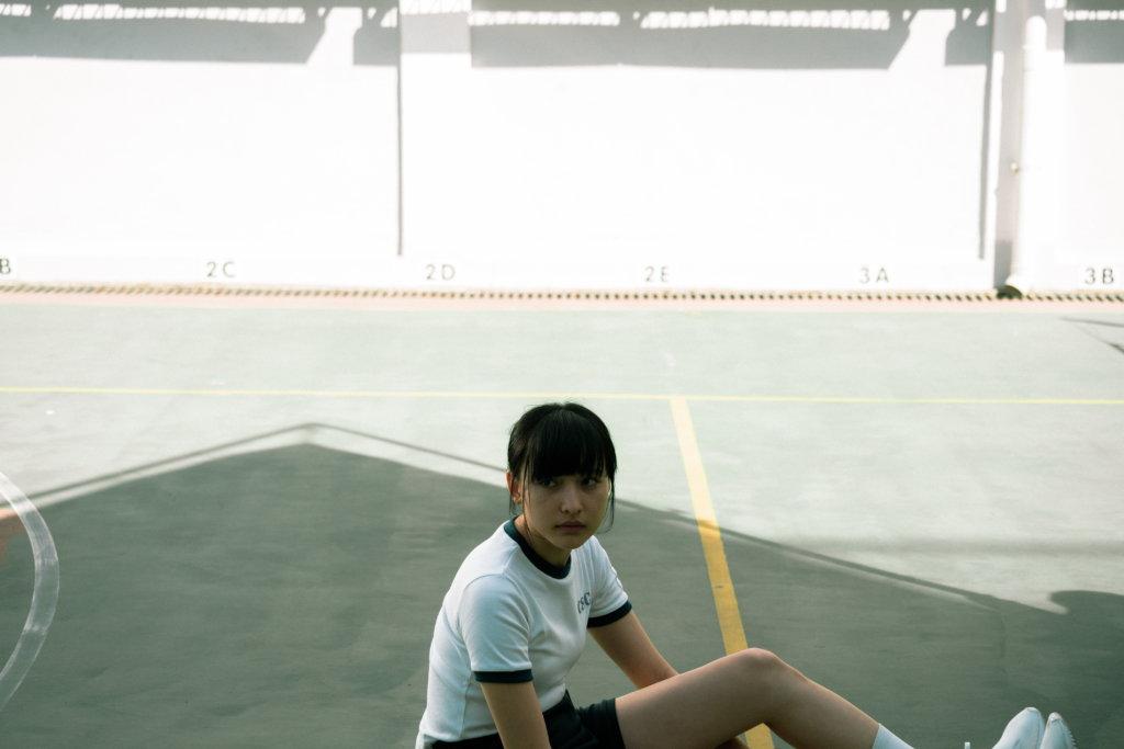 陳漢娜在戲中的中學生造型清新自然