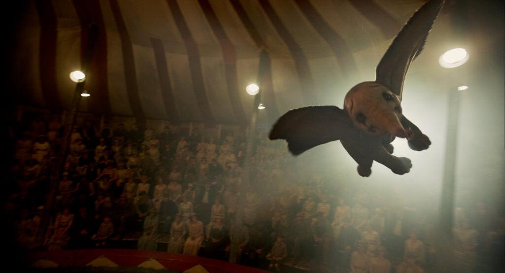 小飛象無懼別人冷眼與嘲笑,踏上全新旅程。