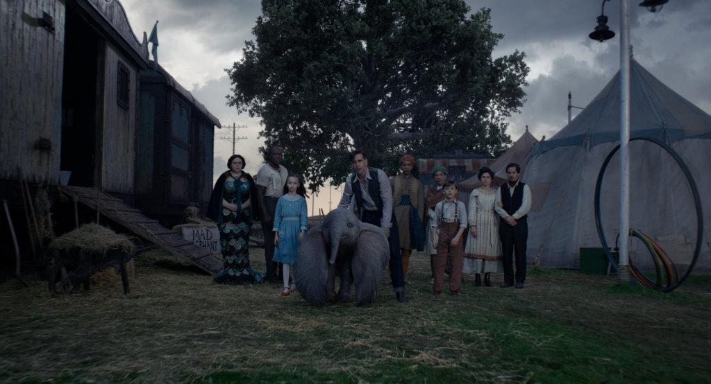 哥連費路飾演一對小姊弟的正派父親,被馬戲團聘請來照顧小飛象。